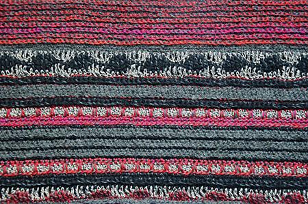 mannesjaals roodwitzwart en jeans 001